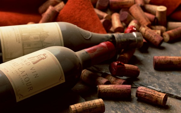 old-dusty-wine-bottles-hd-wallpaper_5120x3200